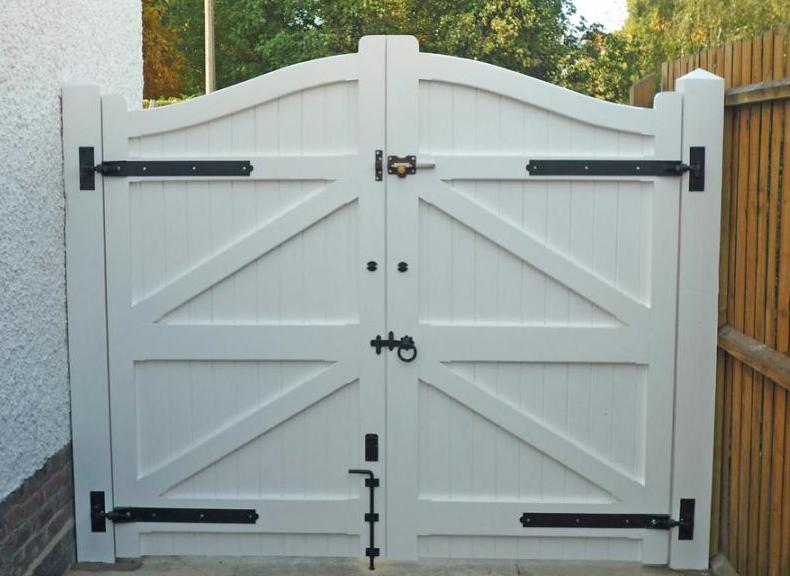 Deben gate reverse white